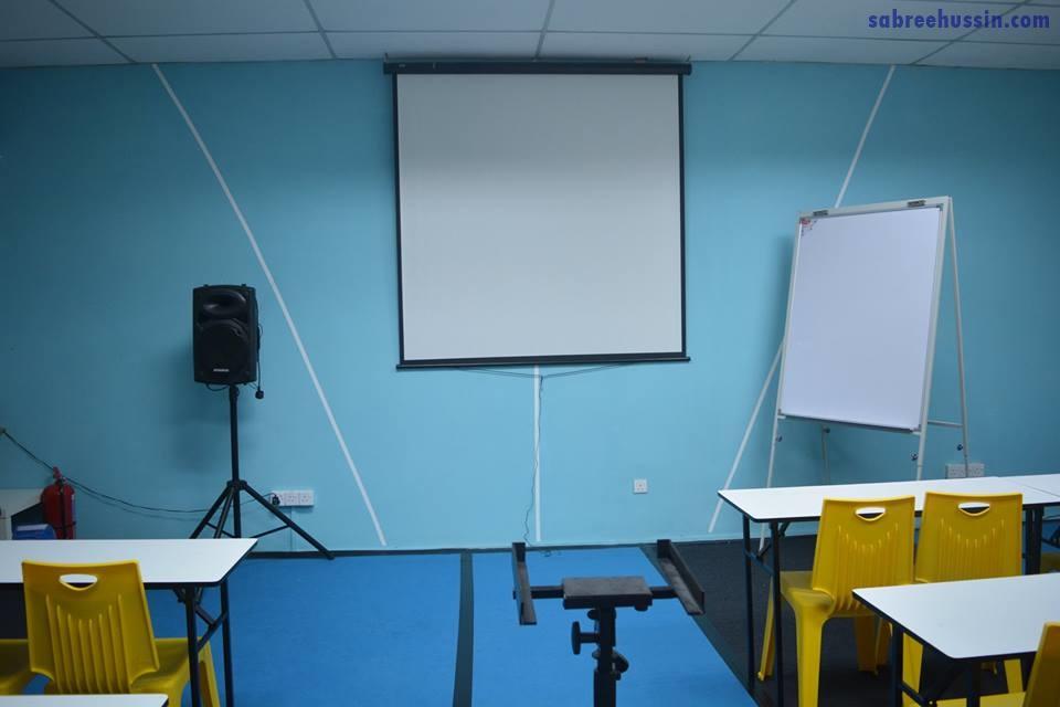 bahagian-dalam-ruang-seminar-thedepartment