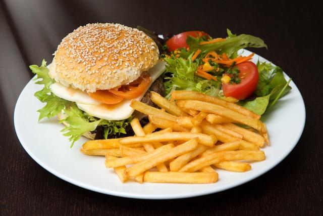 burger-bisnes-burger-coleslow-kentang-putar
