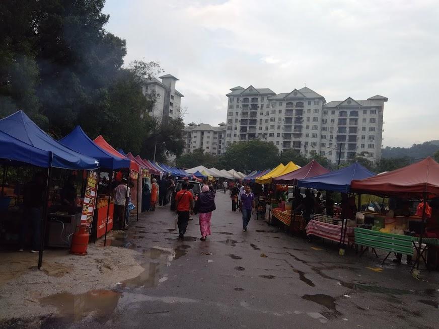berniaga-di-bazar-ramadhan